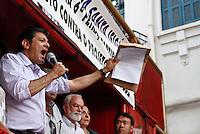 SÃO PAULO,SP,24 AGOSTO 2012 - ELEIÇOES - O candidato  a prefeitura de São Paulo Haddad esteve na tarde de hoje na região da Santa efigenia falando com moradore e comerciantes.FOTO ALE VIANNA/BRAZIL PHOTO PRESS.