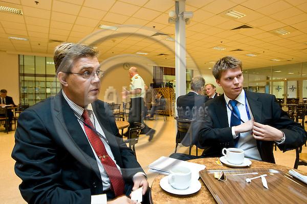 BRUSSELS - BELGIUM - 02 SEPTEMBER 2008 -- Major Esa MAKINEN (Mäkinen) with Juha ALA-HUIKKU in the nATO cafeteria. They both work in NATO. -- PHOTO: JUHA ROININEN / EUP-IMAGES