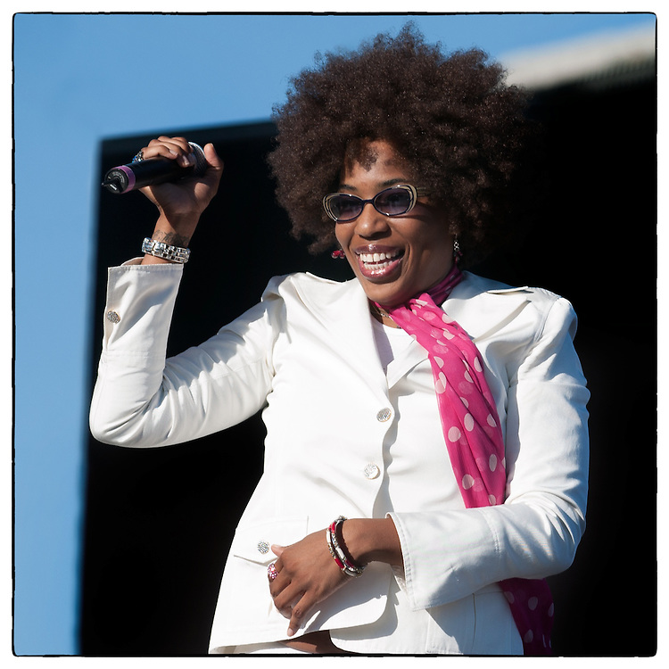 Macy Gray plays the San Diego Street Scene along with a line-up that included R.E.M., X, Social D and the reunited Sex Pistols, September 7, 2003