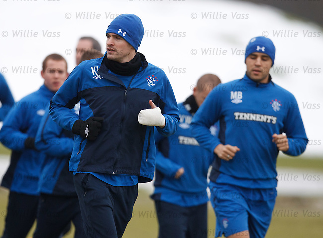 Kyle Lafferty back in training with his injured hand strapped up