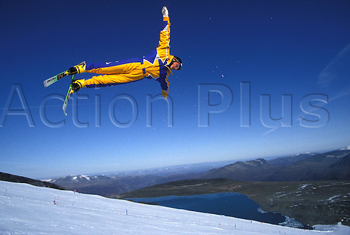 October 1992: British skier DAVID KILBY-EDWARDS (GBR) in mid air, while training for the Winter Olympic Games, Lom, Norway. Photo: Glyn Kirk/Action plus...aerial men extreme .9210