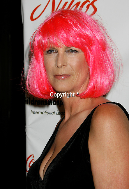"BEVERLY HILLS, CA. - May 09: Jamie Lee Curtis arrives at the 3rd Annual ""Noche de Ninos"" Gala at the Beverly Hilton Hotel on May 9, 2009 in Beverly Hills, California."