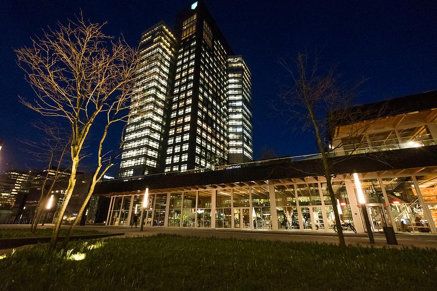 Nederland, Utrecht, 20180206<br /> Zuidas Amsterdam met het hoofdkantoor van ABNAmrobank en het duurzame paviljoen Circle.<br /> <br /> Foto: (c)Michiel Wijnbergh