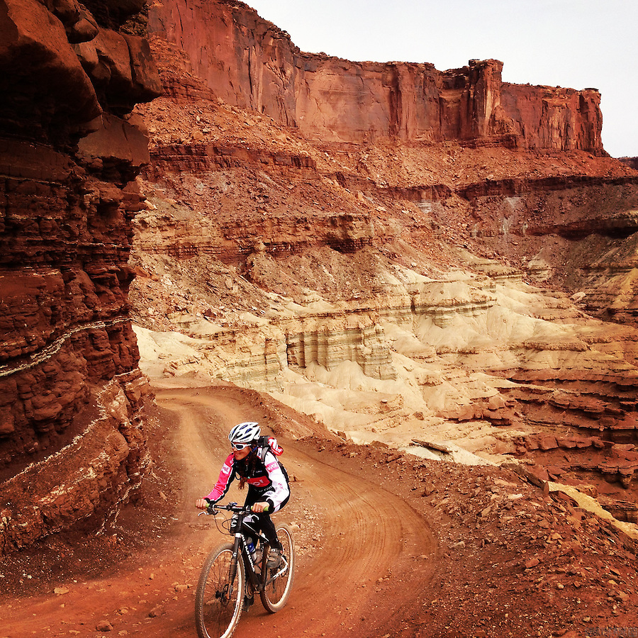 Mountain biking on the White Rim Road, Canyonlands National Park, Utah.