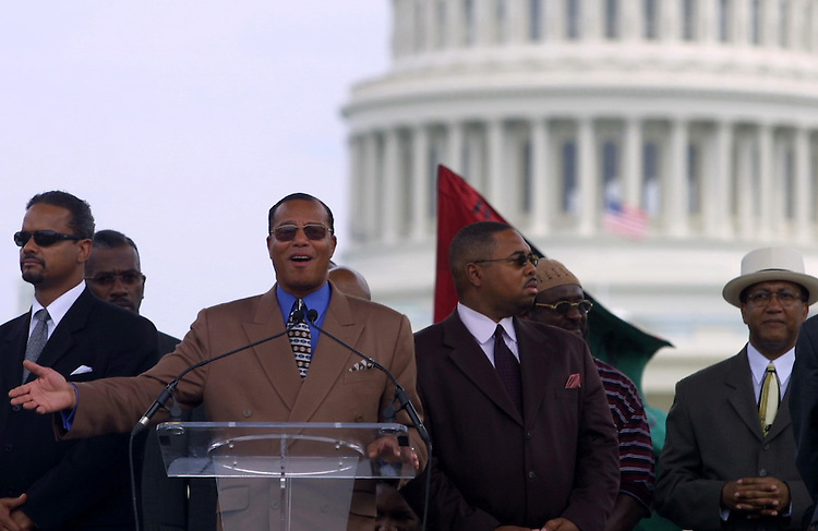 rally1/081702 - Nation of Islam leader Louis Farrakhan speaking at rally for slave reparations on the Mall.