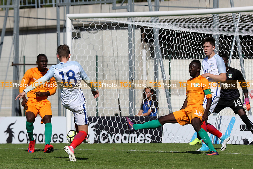 England's David Brooks has a shot that just goes the wrong side of the Ivory Coast post during England Under-18 vs Ivory Coast Under-20, Toulon Tournament Final Football at Stade de Lattre-de-Tassigny on 10th June 2017
