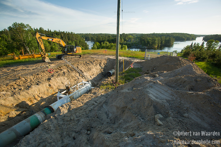 A section of the Trans Canada mainline being worked on near Kenora in Ontario. The TransCanada mainline system would incorporate the proposed Energy East pipeline if approved. (Credit: Robert van Waarden - http://alongthepipeline.com)