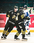 Stockholm 2014-10-02 Ishockey Hockeyallsvenskan AIK - BIK Karlskoga :  <br /> AIK:s Victor Ekarv jublar med Michael Lindqvist efter sitt 1-0 m&aring;l<br /> (Foto: Kenta J&ouml;nsson) Nyckelord:  AIK Gnaget Hockeyallsvenskan Allsvenskan Hovet Johanneshovs Isstadion Bofors BIK Karlskoga jubel gl&auml;dje lycka glad happy