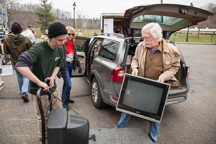 David Shelburne of Reedsville, Ohio, right, unloads his car during Electronics Recycle Day at Ohio University.  Shelburne felt guilty of taking things to the dump in the past and jumped at the opportunity when he heard he could recycle his old televisions and video tapes.  Photo by Ohio University / Jonathan Adams