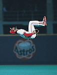 Ozzie Smith, St. Louis Cardinals, does his back flip prior to the World Series, 1987, against Minnesota Twins..Rich Pilling)