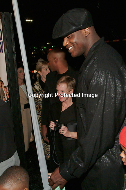 Shaquille O'Neil &amp; children<br />