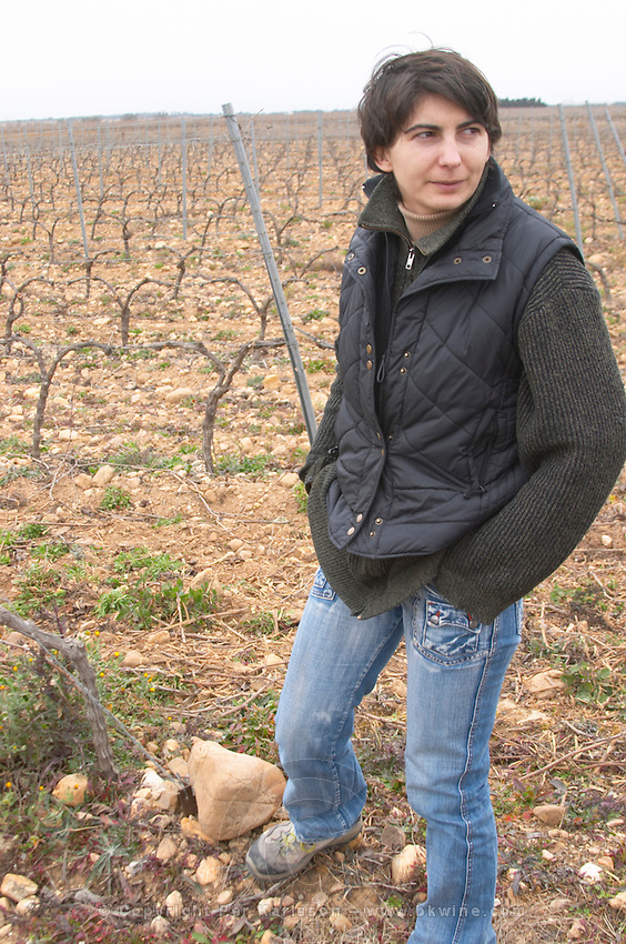 Anne-Laure Borras, daughter to Jacques Gauch Domaine Le Nouveau Monde. Terrasses de Beziers. Languedoc. Owner winemaker. In the vineyard. France. Europe.