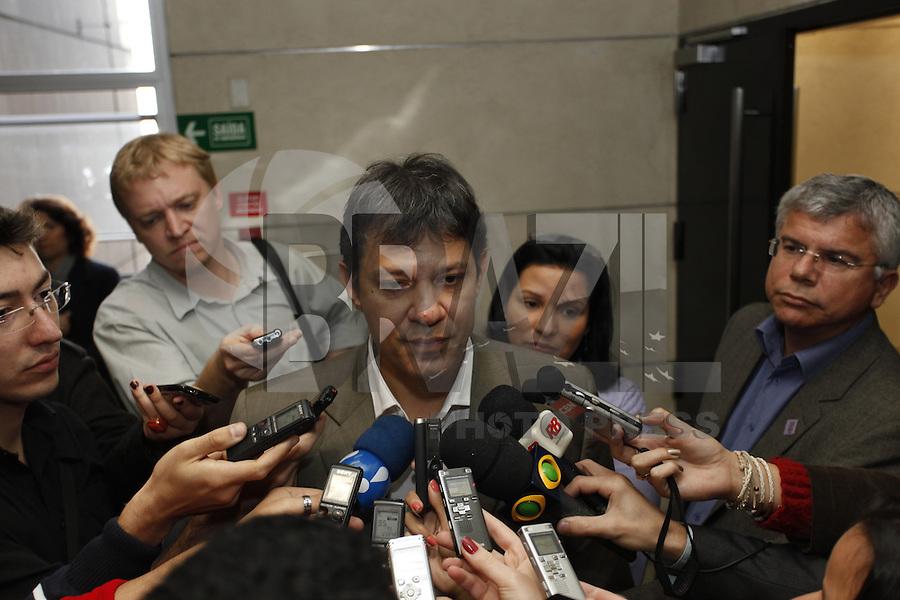 SAO PAULO,  26 DE JUNHO DE 2012. LULA NA FIESP. O candidato à prefeitura, Fernando Haddad, durante reunião de apresentação do Memorial  da democracia na Fiesp. FOTO: ADRIANA SPACA - BRAZIL PHOTO PRESS