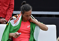 BOGOTA -COLOMBIA. 13-04-2017: Francesca Schiavone (ITA) se aplica analgésico durante juego contra Kiki Bertens (NED) de cuartos de final del Claro Open Colsanitas WTA 2017 jugado en el Club Los Lagartos en Bogota. /  Francesca Schiavone (ITA) self applies  analgesic cream during match against Kiki Bertens (NED) for the quater final of Claro Open Colsanitas WTA 2017 played at Club Los Lagartos in Bogota city. Photo: VizzorImage/ Gabriel Aponte / Staff
