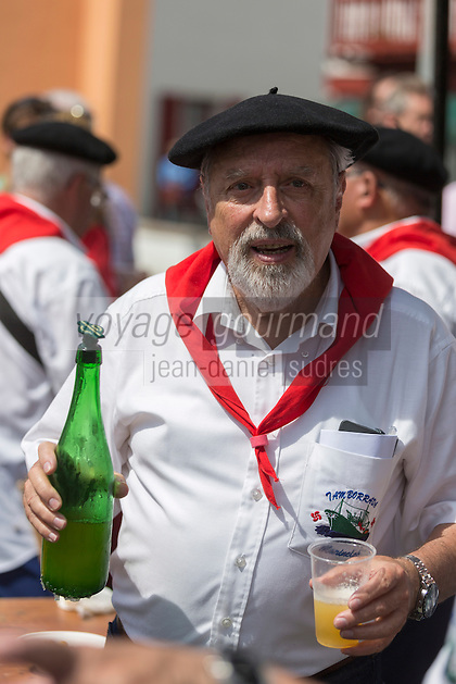 France, Aquitaine, Pyrénées-Atlantiques, Pays Basque, Ciboure:  La Tamborrada Mariñelak de Ciboure, tambourinade des pêcheurs   //  France, Pyrenees Atlantiques, Basque Country, Ciboure: The Tamborrada Mariñelak Ciboure, fishermen drums [Non destiné à un usage publicitaire - Not intended for an advertising use]