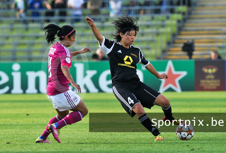 Uefa Women 's Champions League Final 2012 at Olympiastadion Munchen : Olympique Lyon -  FC Frankfurt : Saki Kumagai aan de bal voor Shirley Cruz .foto DAVID CATRY / JOKE VUYLSTEKE / Vrouwenteam.be