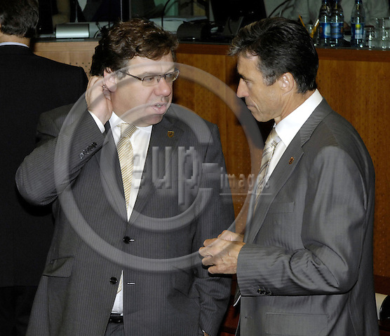 Brussels-Belgium - 20 June 2008---European Council, EU-summit towards the end of the Slovenian Presidency; here, Brian COWEN (ri), Prime Minister of Ireland, with Anders FOGH RASMUSSEN (ri), Prime Minister of Denmark---Photo: Horst Wagner / eup-images