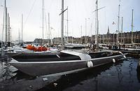 Première Route du Rhum, 1978. Les voiliers à quai au port de Saint-Malo. Kriter IV, skipper Olivier de Kersauson, arrivé 4e.