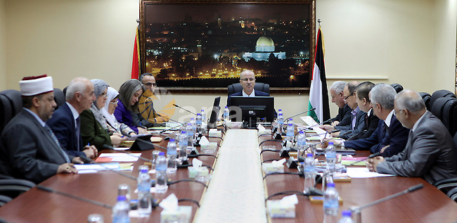 Palestinian Prime Minister Rami Hamdallah chairs the meeting of the Council of Ministers in the West Bank city of Ramallah on June 16, 2015. Photo by Prime Minister Office