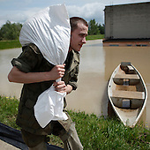 DOBRZYKOW, POLAND, MAY 24, 2010:.Polish soldier carrying sand bags for the anti flood wall..The latest chapter of disastrous floods in Poland has been opened yesterday, May 23, 2010, after Vistula river broke its banks and flooded over 25 villages causing evacualtion of most inhabitants..Photo by Piotr Malecki / Napo Images..DOBRZYKOW, POLSKA, 24/05/2010:.Zolniez, student WAT niesie worek z piaskiem.  Najnowszy akt straszliwych tegorocznych powodzi zostal rozpoczety wczoraj gdy Wisla przerwala waly na wysokosci wsi Swiniary kolo Plocka..Fot: Piotr Malecki / Napo Images ..