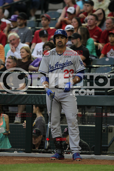 Adrian Gonzalez dio de cuadrangular  durante el partido de Ligas Mayores de beisbol,  Los Dodgers de Los Angeles (LA) vs Diamondbacks de Arizona en el estadio Chase Field, 13 de Abril del 3013 en Phoenix Arizona. ...NORTEPHOTO