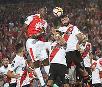 BOGOTÁ -COLOMBIA, 3-05-2018: Baldomero Perlaza (Izq.) de Independiente Santa Fe  de Colombia disputa el balón con Lucas Pratto (Der.) de  River Plate de Agentina durante partido por La Copa Conmebol Libertadores 2018 , grupo D  , fecha 5,jugado en el estadio Nemesio Camacho El Campín de la ciudad de Bogotá./ Baldomero Perlaza(L) player of Independiente Santa Fe of Colombia disputes the ball with Lucas Pratto (R) player of River Plate of Argentina during match  by the Conmebol Libertadores Cup 2018, group D, date 5 , played in Nemesio Camacho El Campín stadium of the Bogota  city. Photo: VizzorImage/ Felipe Caicedo / Staff