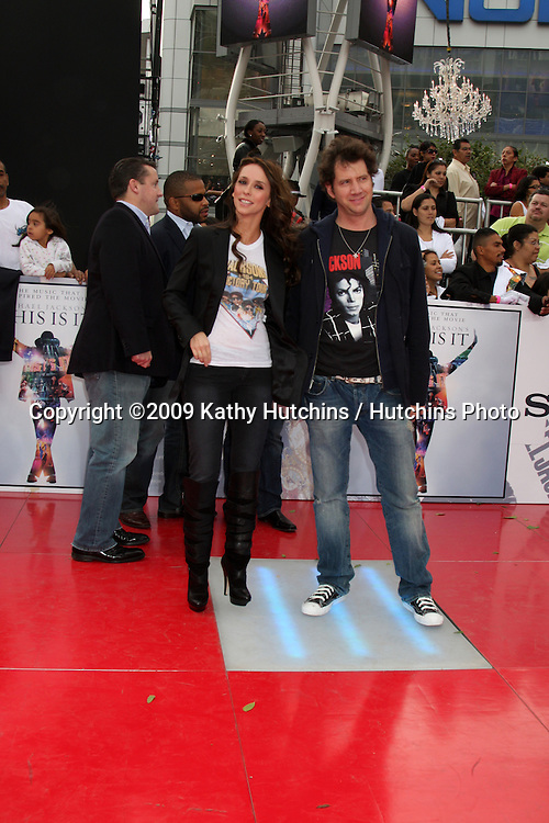 "Jennifer Love Hewitt & Jamie Kennedy.arriving at the ""This is It"" Premiere.Nokia Theater at LA Live.Los Angeles,   CA.October 27, 2009.©2009 Kathy Hutchins / Hutchins Photo."