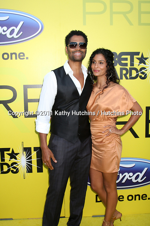 LOS ANGELES - JUN 25:  Eric Benet, fiance Manuela Testolini arriving at the 5th Annual Pre-BET Dinner at Book Bindery on June 25, 2004 in Beverly Hills, CA