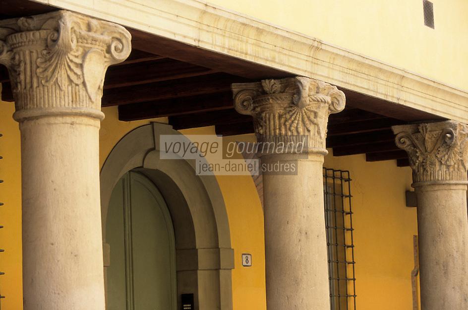 Europe/Italie/Emilie-Romagne/Bologne : Arcades du quartier hébraïque via Zamboni