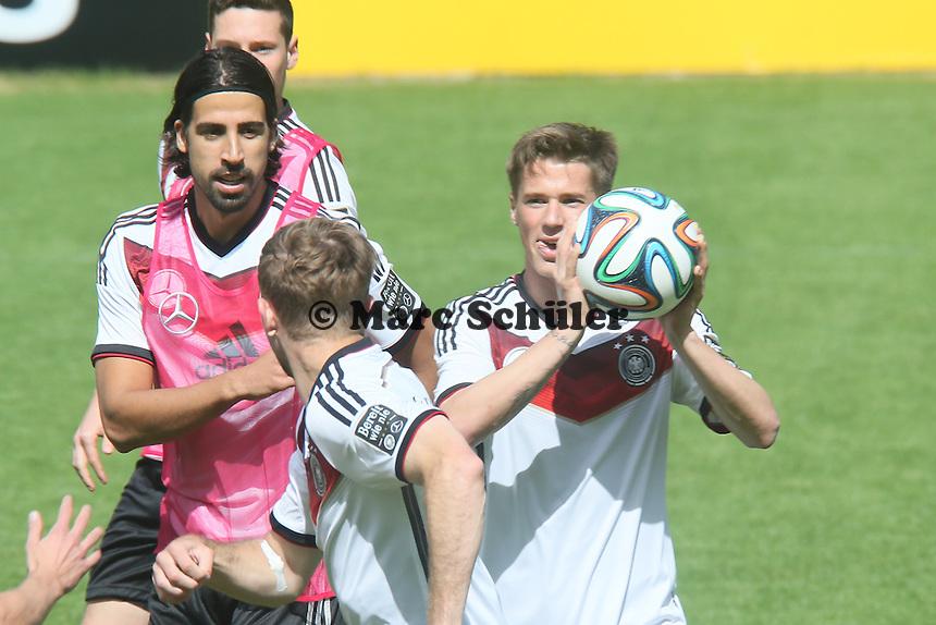 Sami Khedira und Erik Durm - Training der Deutschen Nationalmannschaft  zur WM-Vorbereitung in St. Martin