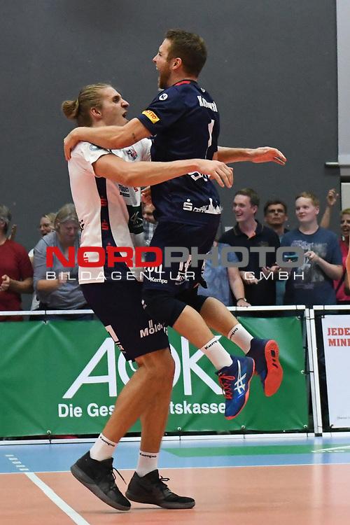 13.10.2018,  Lueneburg GER, VBL, SVG Lueneburg vs United Volleys Rhein-Main im Bild die Lueneburger Mannschaft jubelt ueber den Sieg/ Foto © nordphoto / Witke