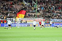 Deutsche Mannschaft wird von den Fans zum Aufwaermen begruesst