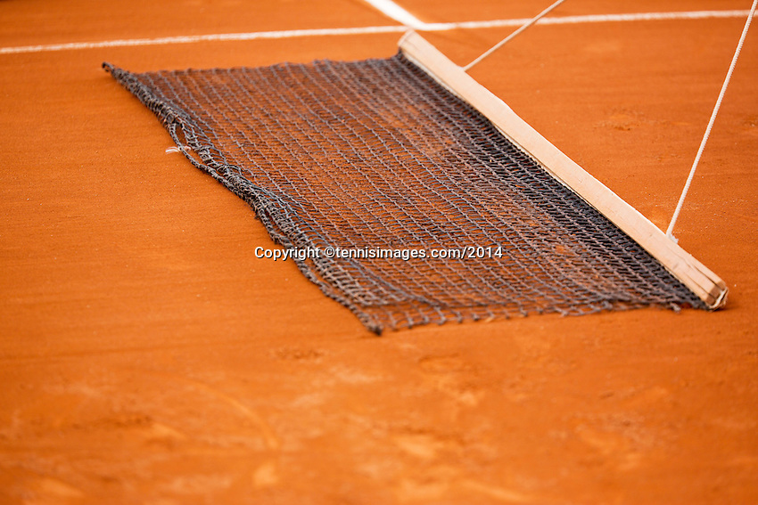 France, Paris, 28.05.2014. Tennis, French Open, Roland Garros, Sweeping the clay court with a net<br /> Photo:Tennisimages/Henk Koster