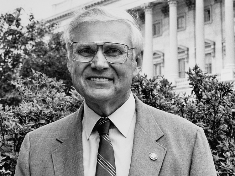 Rep. George E. Sangmeister, D-Ill., in 1993. (Photo by Laura Patterson/CQ Roll Call)