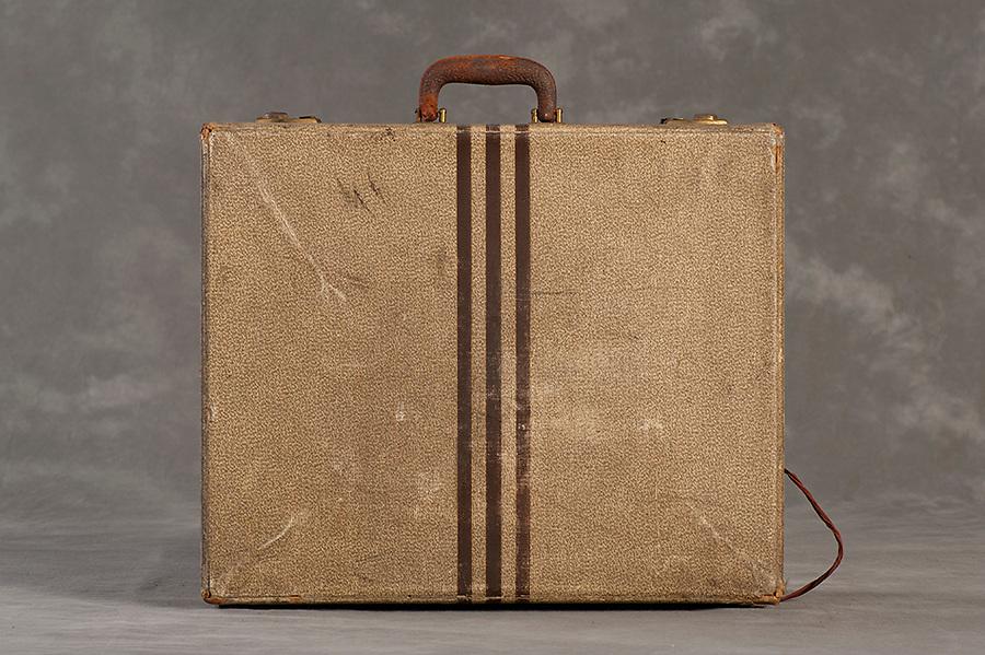 Willard Suitcases / Anna G / ©2014 Jon Crispin