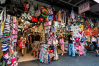 New York, NY 7 July 2014 - Canal Street stalls selling gifts, souvenirs and other paraphenalia. © Stacy Walsh Rosenstock/Alamy