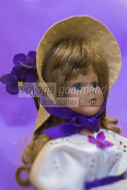 France, Haute-Garonne (31), Toulouse, Confiserie Regals : Poupée de la violette , Poupée Toulousaine// France, Haute Garonne, Toulouse, Confiserie Regals: Violet Doll, Toulouse Doll