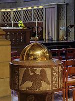 Taufbecken in der gotischen Kathedrale Notre Dame, Luxemburg-City, Luxemburg, Europa, UNESCO-Weltkulturerbe<br /> Font,  Gothic cathedral Notre Dame, Luxembourg, Luxembourg City, Europe, UNESCO world heritage