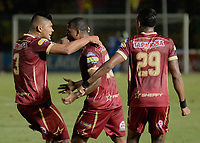 IBAGUÉ - COLOMBIA, 11-08-2017: Danovis Banguero (C) jugador del Deportes Tolima celebra con Luis Cardoza (Izq) después de anotar un gol a Atlético Huila durante partido por la fecha 7 de la Liga Águila II 2017 jugado en el estadio Manuel Murillo Toro de Ibagué. / Danovis Banguero (C) player of Deportes Tolima celebrates with Luis Cardoza (L) after scoring a goal to Atletico Huila during match for date 7 of the Aguila League II 2017 played at Manuel Murillo Toro stadium in Ibague city. Photo: VizzorImage / Juan Carlos Escobar / Cont