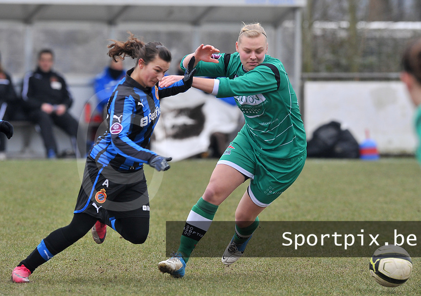 Club Brugge Dames - OHL Oud Heverlee Leuven : duel tussen Ella Van Kerkhoven (rechts) en Evy De Smedt.foto DAVID CATRY / Vrouwenteam.be