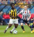Nederland, Arnhem, 28 april 2013.Eredivisie.Seizoen 2012-2013.Vitesse-Willem ll .Wilfried Bony van Vitesse in actie met bal. Rechts Ricardo Ippel van Willem ll