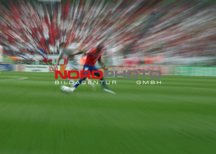 FIFA WM 2006 - Gruppe A ( Groupe A )<br /> Play  #34 (20-Jun) - Costa Rica vs Polen in Hannover<br /> <br /> Schmuck Feature Typo - Aufnahme  verwischt - Spiel Ball Spieler<br /> <br /> Foto &copy; nordphoto <br /> <br />  *** Local Caption ***