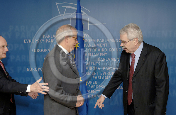 Brussels-Belgium - 08 February 2006---Josep BORRELL (le), President of the European Parliament, receives Pasqual MARAGALL (ri), President of the (Regional) Autonomous Government (Generalitat) of Catalonia / Spain---Photo: Horst Wagner/eup-images