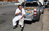 SAO PAULO, SP, 18 DE SETEMBRO 2012 - ELEICOES SP - JOSE SERRA - O candidato a Agnaldo Timoteo  durante visita ao Parque do Trote no bairro da Vila Guilherme regiao norte da capital paulista nesse sabado FOTO: VANESSA CARVALHO - BRAZIL PHOTO PRESS.