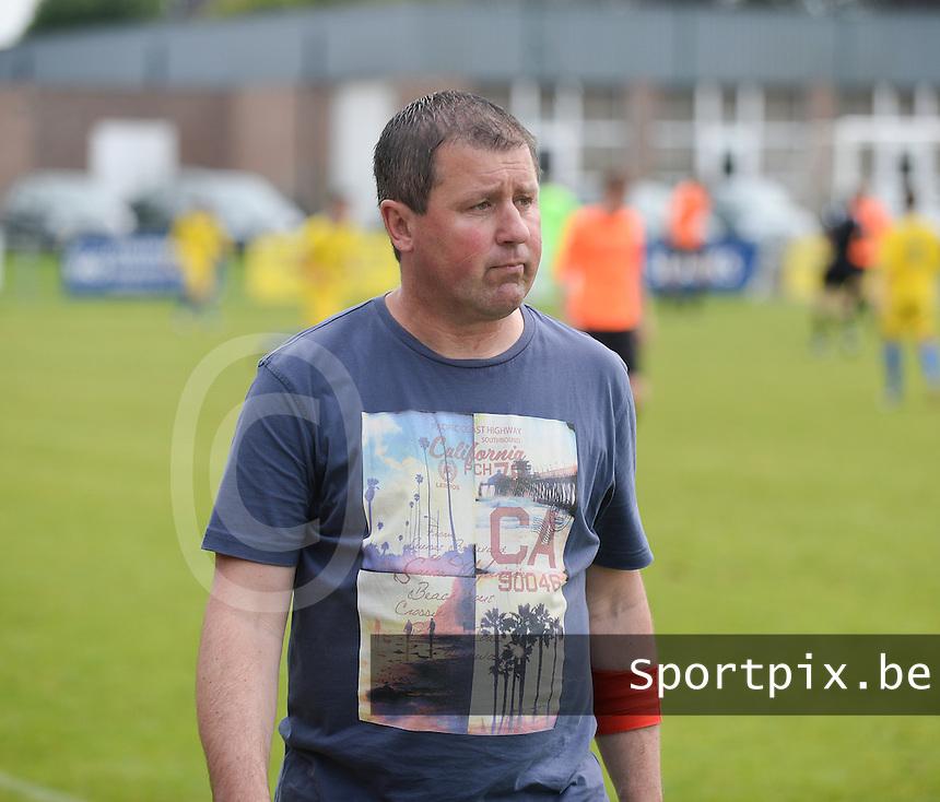SVD Kortemark - VV Westkapelle : Kortemark trainer Kris Delheye werd weggestuurd door de wedstrijdleiding<br /> foto VDB / BART VANDENBROUCKE