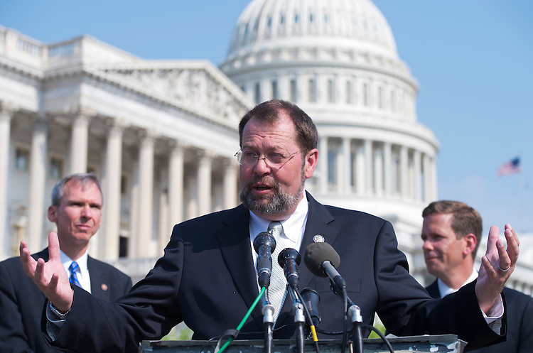 """UNITED STATES - AUGUST 02:  Rep. Steve LaTourette, R-Ohio, speaks at a news conference at the House Triangle to call on Congress to work together to address a possible financial crisis in the future dubbed the """"fiscal cliff.""""  Reps. Robert Dold, R-Ill., right, and Dan Lipinski, D-Ill., also appear.  (Photo By Tom Williams/CQ Roll Call)"""