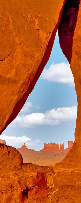Teardrop Arch. Monument Valley, Arizona