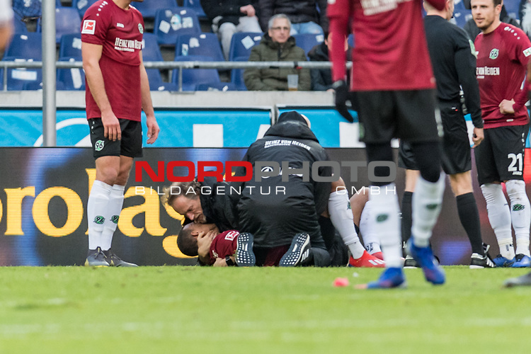 09.02.2019, HDI Arena, Hannover, GER, 1.FBL, Hannover 96 vs 1. FC Nuernberg<br /> <br /> DFL REGULATIONS PROHIBIT ANY USE OF PHOTOGRAPHS AS IMAGE SEQUENCES AND/OR QUASI-VIDEO.<br /> <br /> im Bild / picture shows<br /> Kevin Akpoguma (Neuzugang Hannover 96 #14) liegt verletzt auf Spielfeld, Verletzung rechte Schulter, wird von Ralf Blume (Chef Physiotherapeut Hannover 96) gestützt, Prof. Dr. Axel Partenheimer behandelt Akpoguma während Spielunterbrechung, <br /> <br /> Foto © nordphoto / Ewert