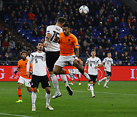 Niklas Süle (Deutschland Germany) klärt gegen Memphis Depay (Niederlande) - 19.11.2018: Deutschland vs. Niederlande, 6. Spieltag UEFA Nations League Gruppe A, DISCLAIMER: DFB regulations prohibit any use of photographs as image sequences and/or quasi-video.