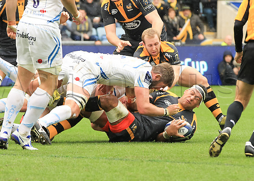 09.04.2016. Ricoh Arena, Coventry, England. European Champions Cup. Wasps versus Exeter Chiefs.  Exeters Geoff Parling tackles Wasps Nathan Hughes